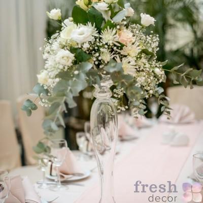 высокая ваза для центральной композиции на свадьбу в аренду