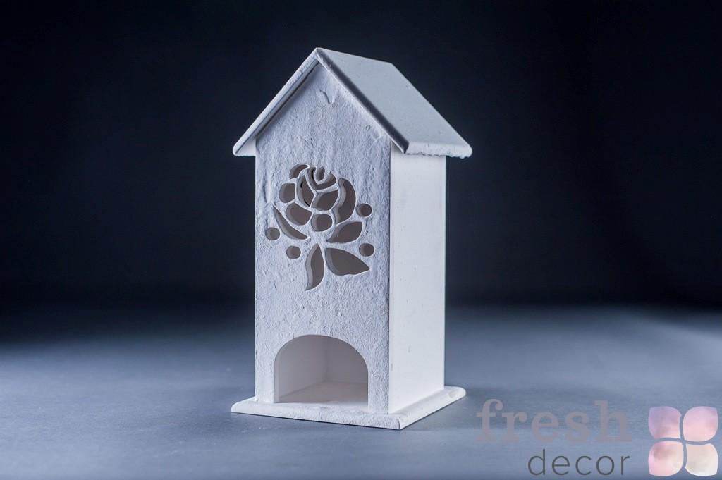 домик из дерева с резьбой в аренду 3
