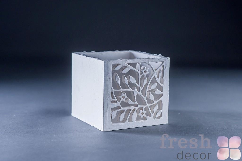 Маленькая белая коробочка