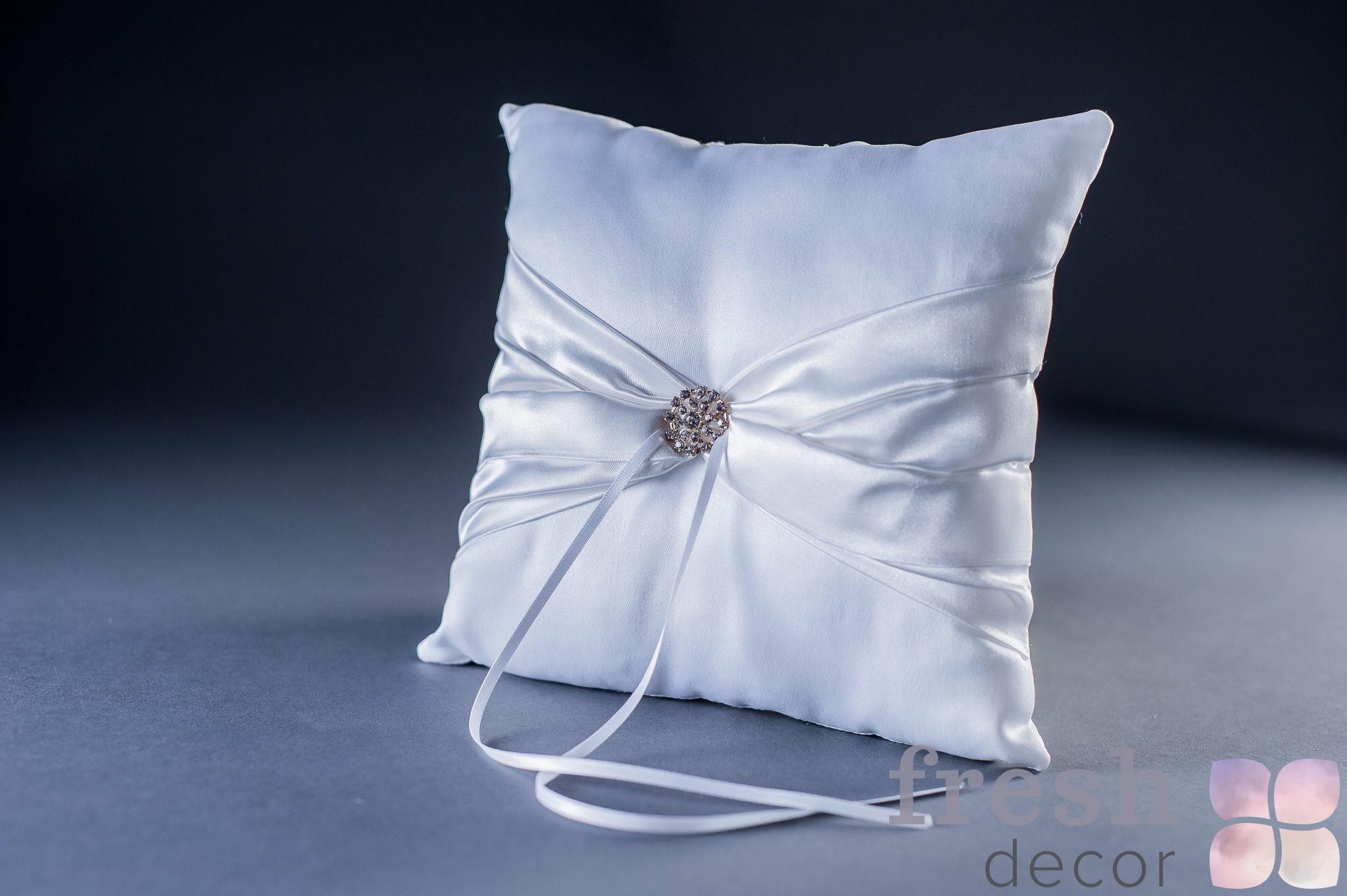 Белая подушечка для колец