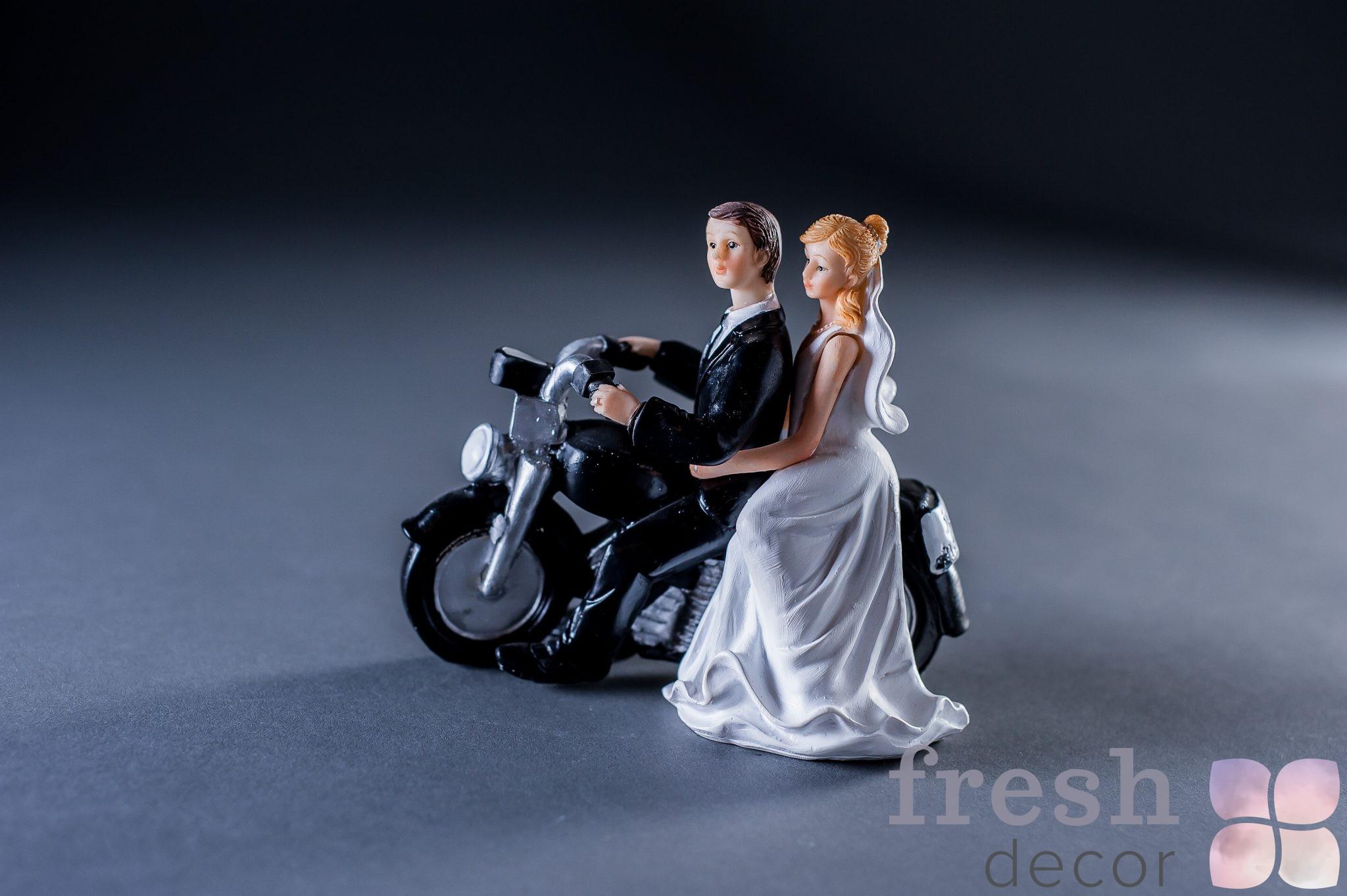 Фигурка с мотоциклом