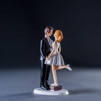 Фигурка жених и невеста в короткой юбке