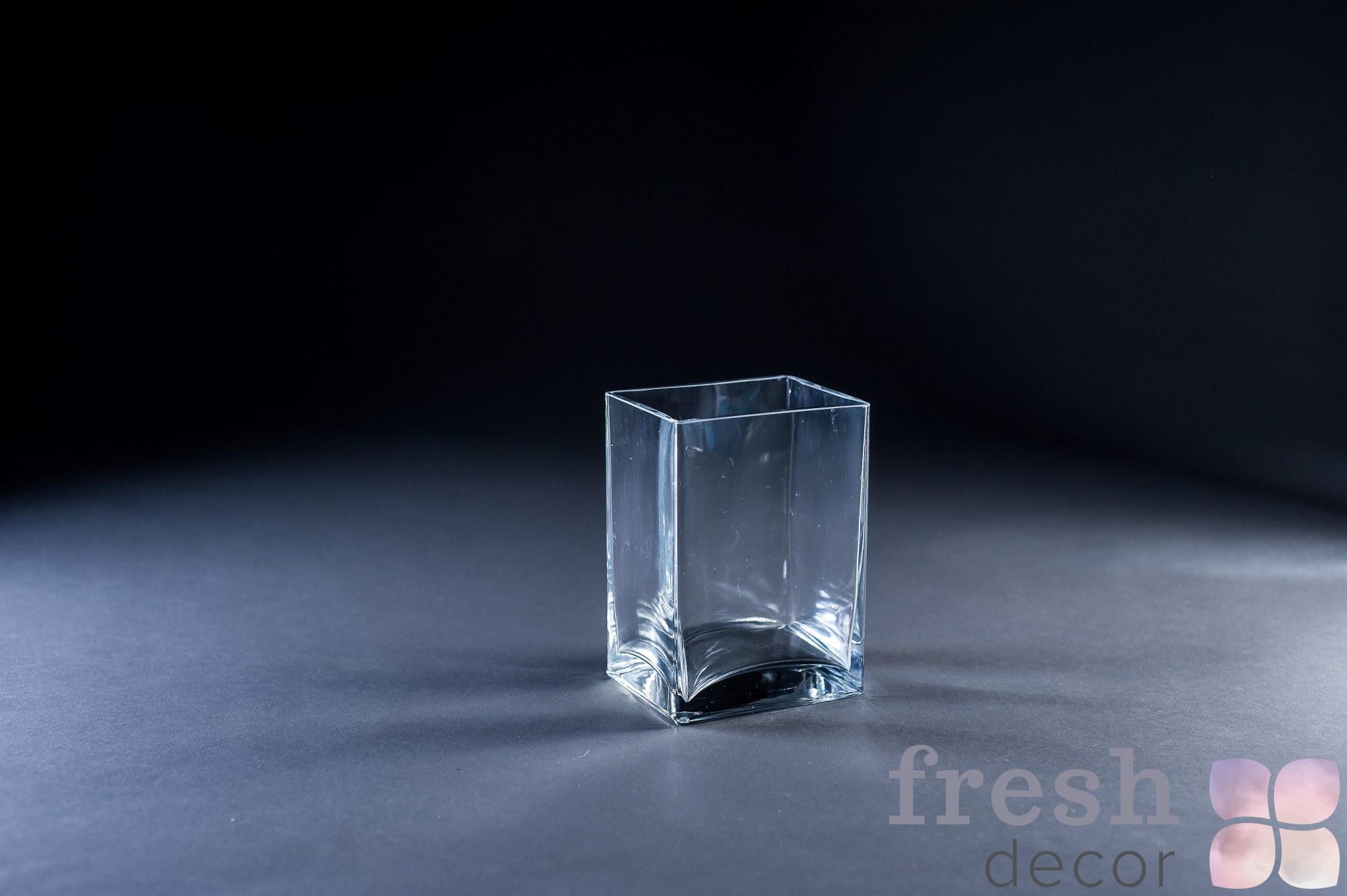 Прямоугольная вертикальная маленькая ваза