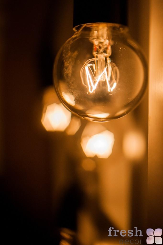 Гирлянда с лампой Тесла