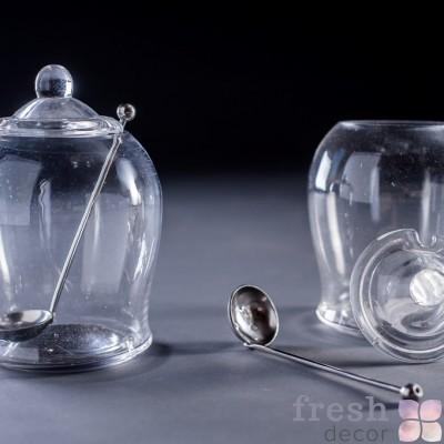 стеклянная банка с крышкой и ложкой прокат