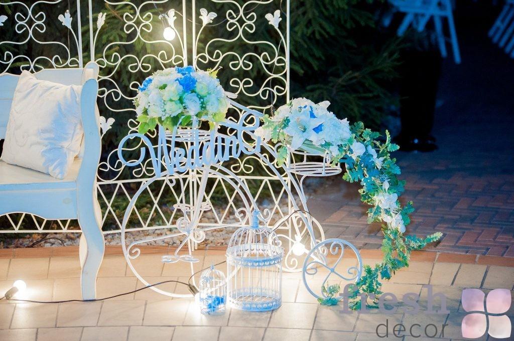 велосипед в аренду белого цвета