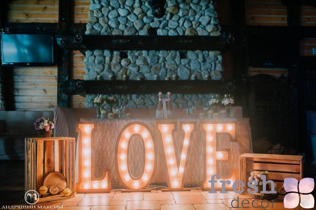 надпись love из дерева