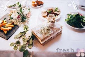 oformlenie-stola-gostejj