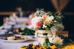 oformlenie-stolov-gostejj