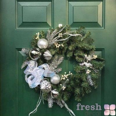 novogodnij dekor dveri