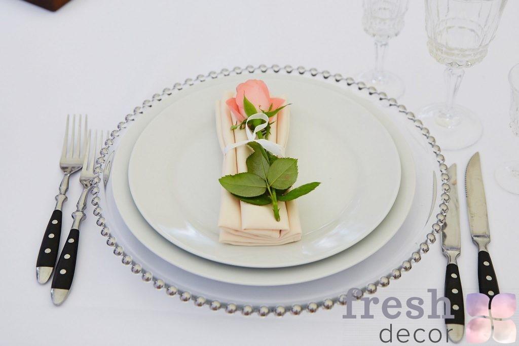 подстановчоная тарелка с серебряными бусинами