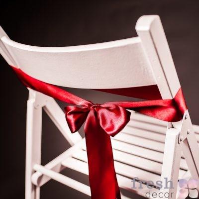 лента на стул красного цвета