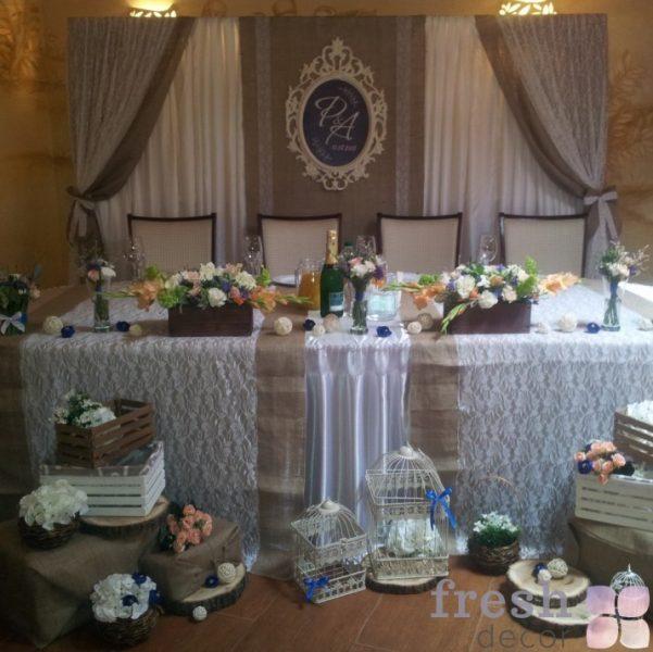 oformlenie stola molodozhenov v stile rustik