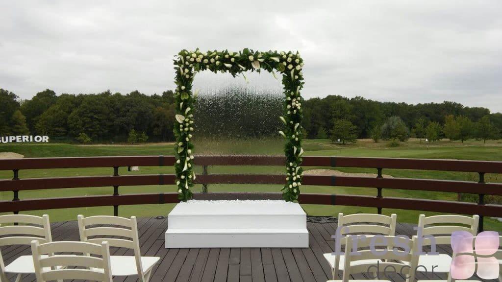 арка водопад с подиумом в аренду для выездных церемоний