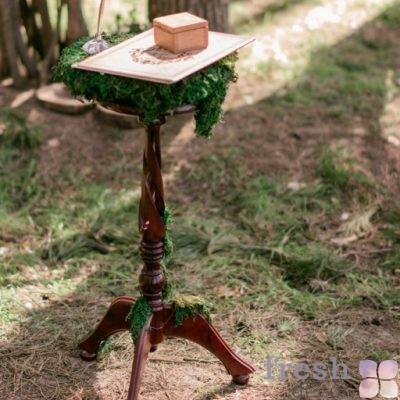 коричневый столик для выездной