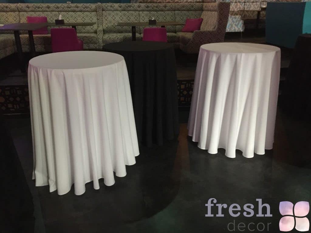 прокат белой скатерти на круглый стол