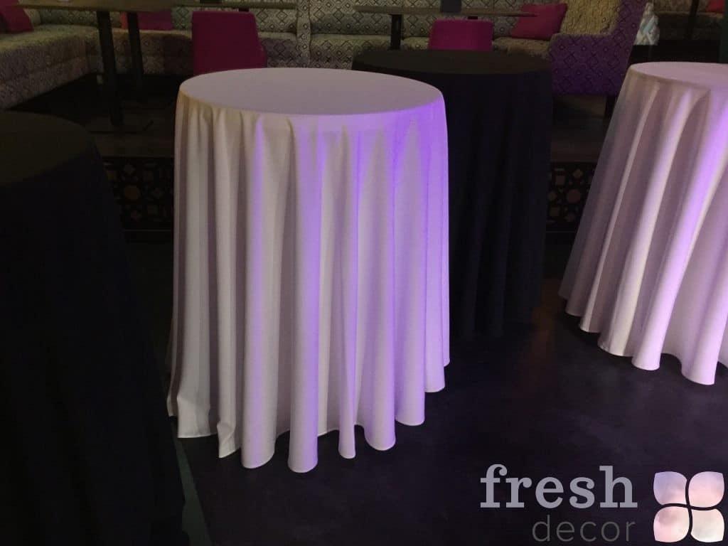 белая скатерть на фуршетный стол