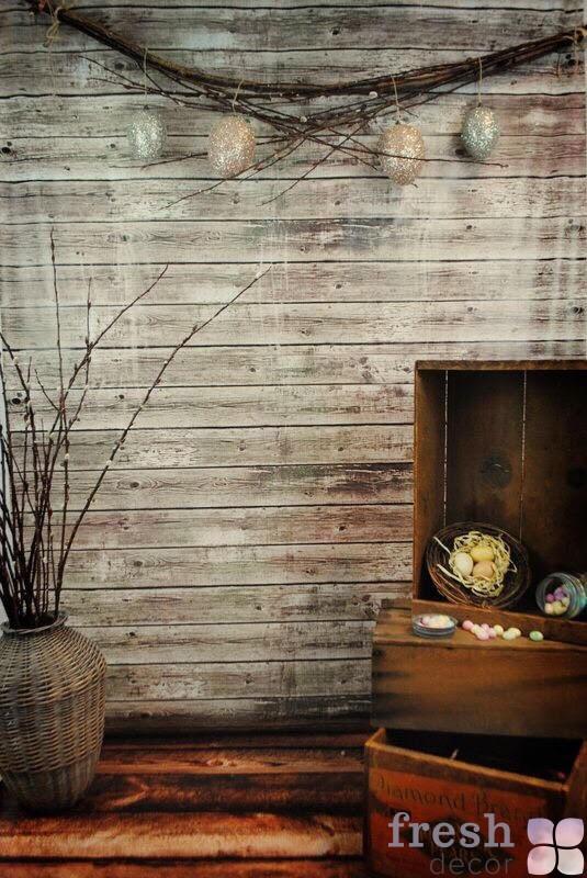 Фотозона с деревянным фоном