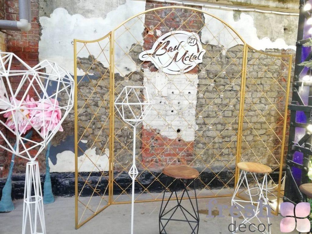 зототая ширма в аренду для оформления свадьбы