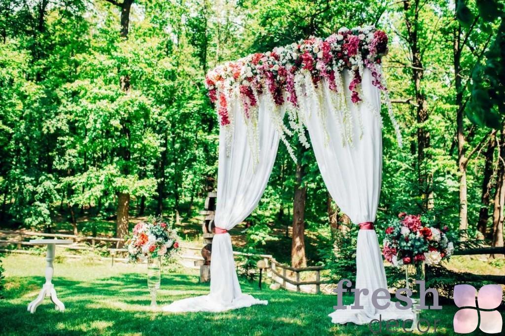 огромная свадебная арка
