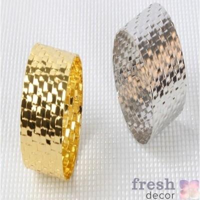 Кольцо для салфеток отчеканенное золотое