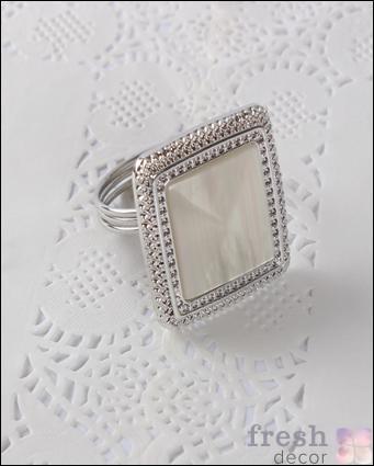 кольцо для салфеток золотое в виде перстня