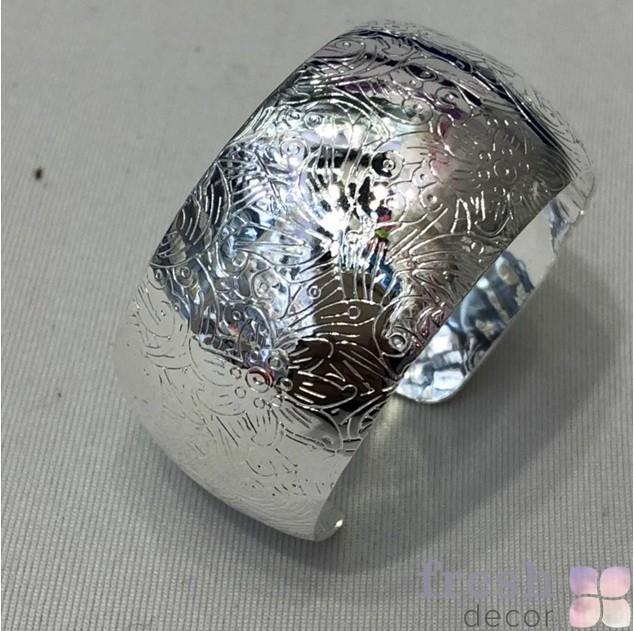 кольцо для салфеток с гравированным узором серебряное