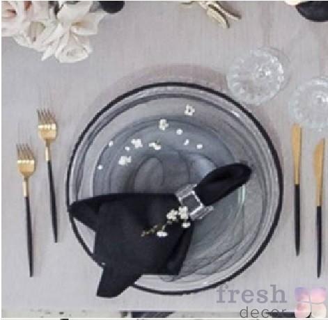 прозрачная подстановочная тарелка с разводами и черным кантом в аренду