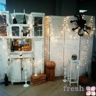 фотозона на хеллоуин со шкафом и ширмой