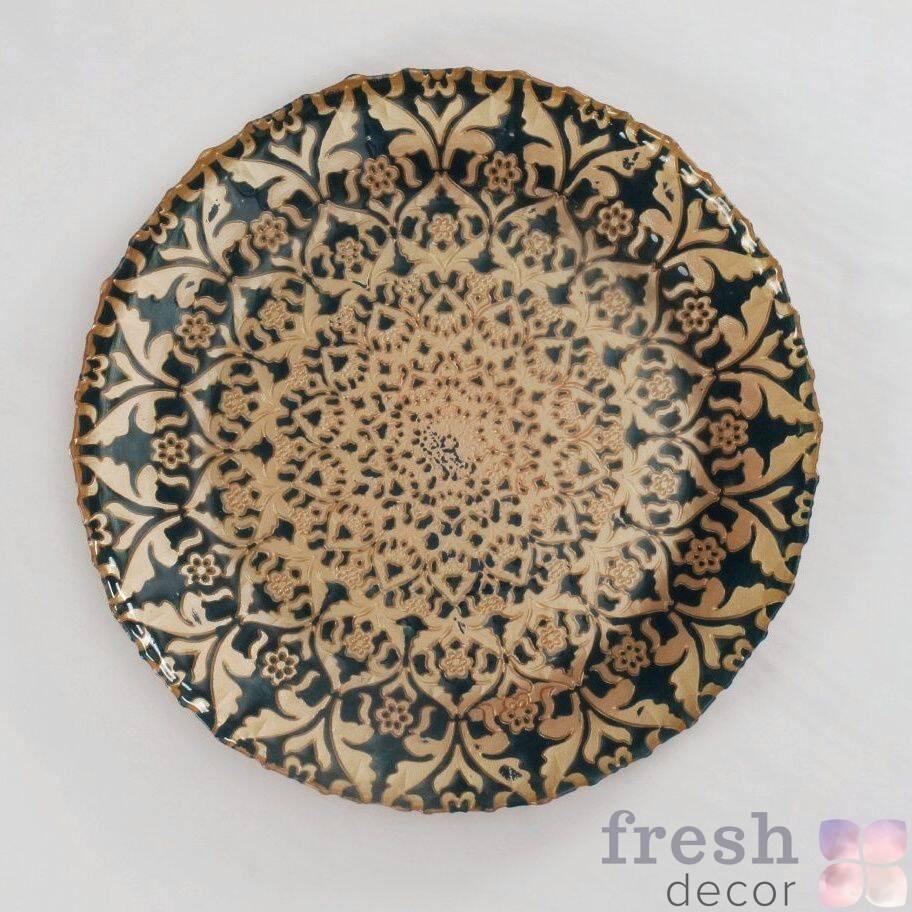 podstanovochnaya tarelka s risunkom sinego i bezhevogo cveta v arabskom stile