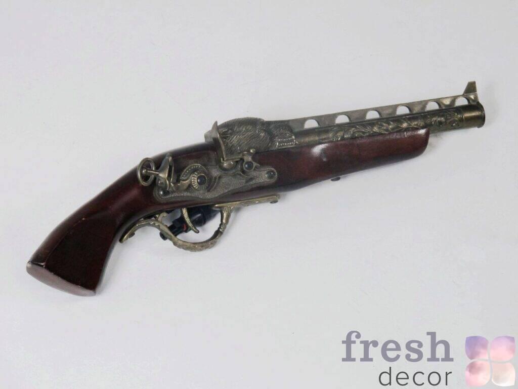 maket pistoleta dlya piratskoj i musheterskoj fotozony