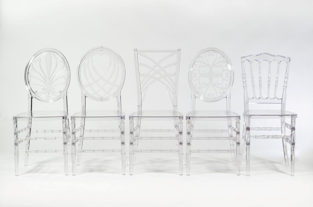 prozrachnye stulya iz stekla