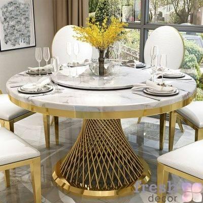 kruglyj zolotoj obedenyj stol 130 sm diametra s mramornoj stoleshnicej