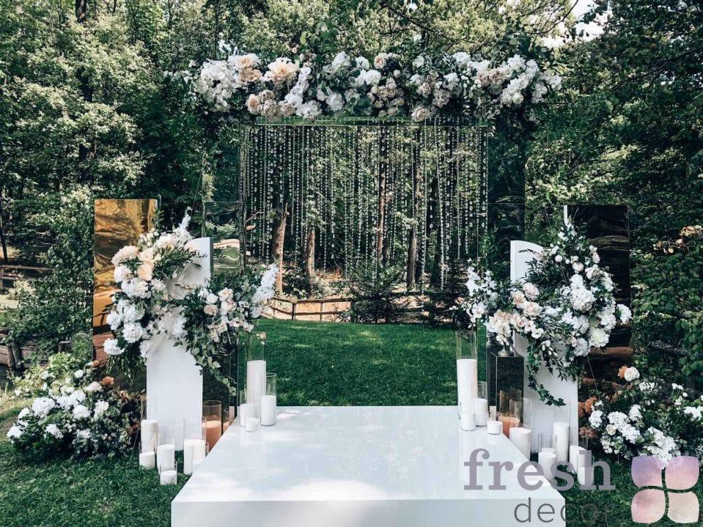 svadebnaya arka iz zerkal v prokat