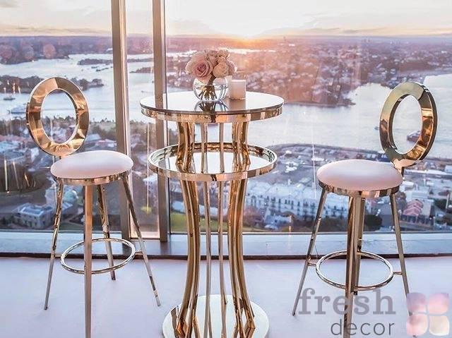 koktejlnyj zolotoj stolik i stulya dlya furshetov v ukraina
