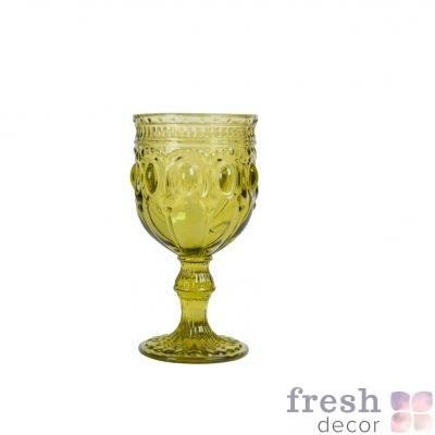 bokal dlya vina olivkovogo cveta s ornamentom