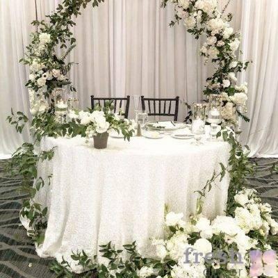 oformlenie svadebnogo prezidiuma zhivymi cvetami 1