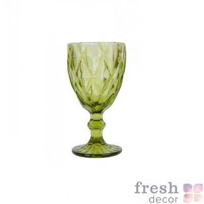 zelenyj bokal iz stekla s granyami