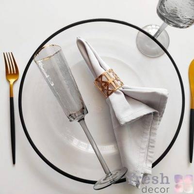 dizajnerskij nabor dlya servirovki stola s chernym kantom