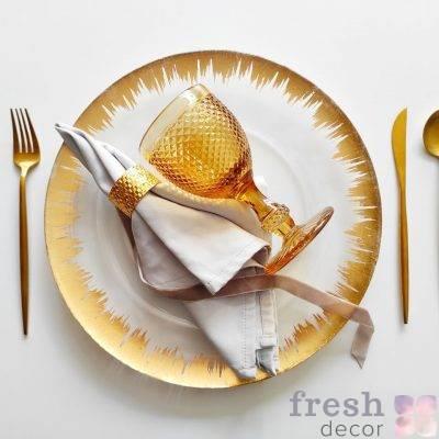 dizajnerskij nabor dlya servirovki stola zolotoj