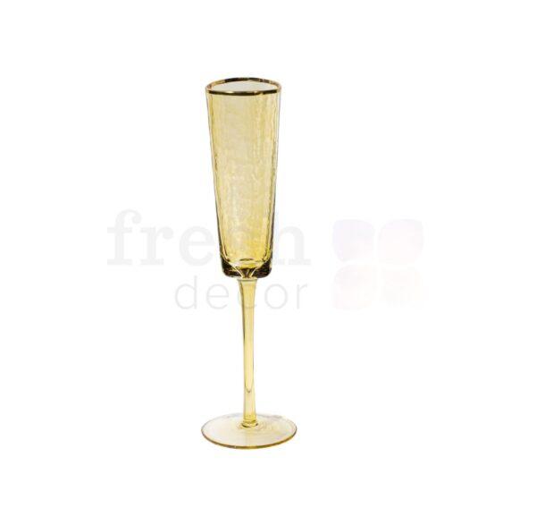 Bokal dlja shampanskogo zheltogo cveta s zolotoj kajmoj