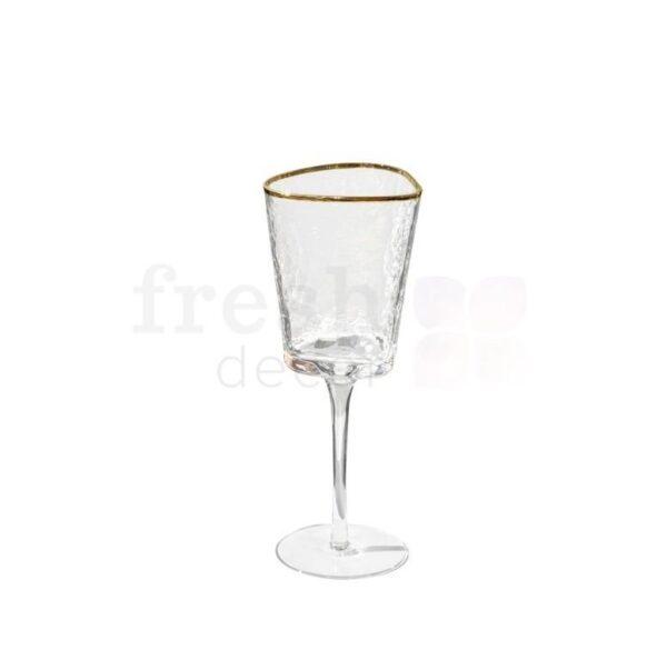 Prozrachnyj bokal dlja krasnogo vina s zolotoj kajmoj