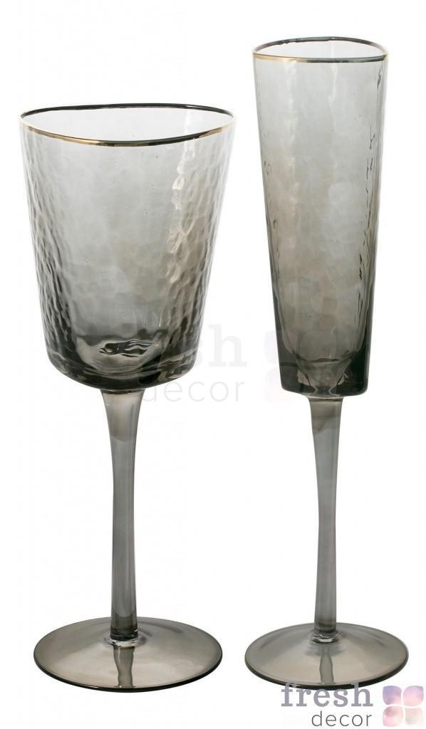 bokaly iz mutnogo stekla treugolnoj formy v ukraine 1