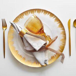 dizajnerskij nabor dlya servirovki stola zolotoj 1