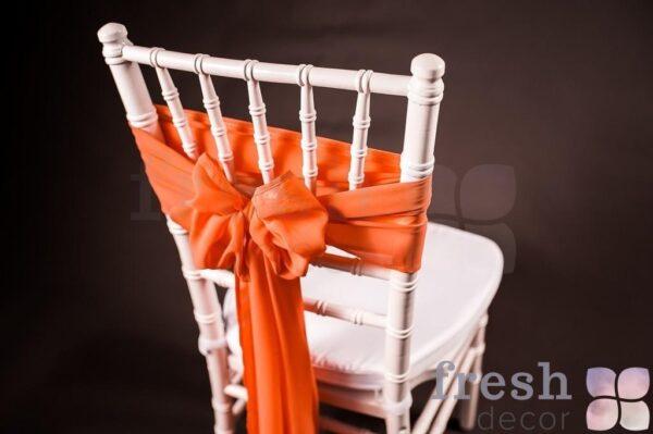 na stul oranzhevogo cveta 1