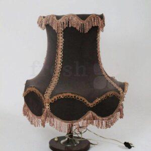 nastolnaya lampa retro torsher v tkanevom abazhure korichnevogo cveta 1