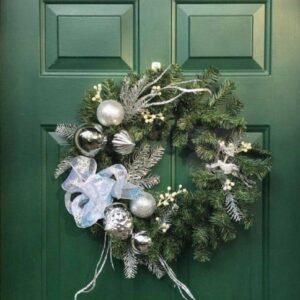 novogodnij dekor dveri 1