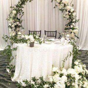 oformlenie svadebnogo prezidiuma zhivymi cvetami 1 1
