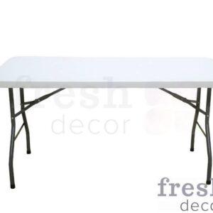 raskladnoj stol dlya banketa s beloj plastikovojstoleshnicej 1
