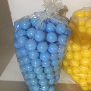 sinie malenkie shariki iz plastika dlya arendy 1